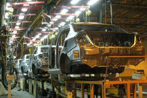 وجود ۱۰۰ هزار خودروی ناقص در کارخانههای خودروسازی