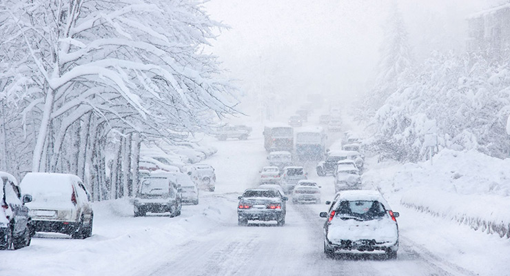 نکات مهم رانندگی در برف و یخ با خودروهای دنده ای و اتوماتیک