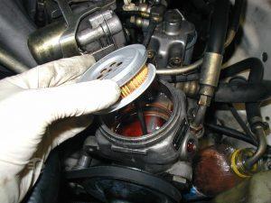 ریختن آب زیر ماشین